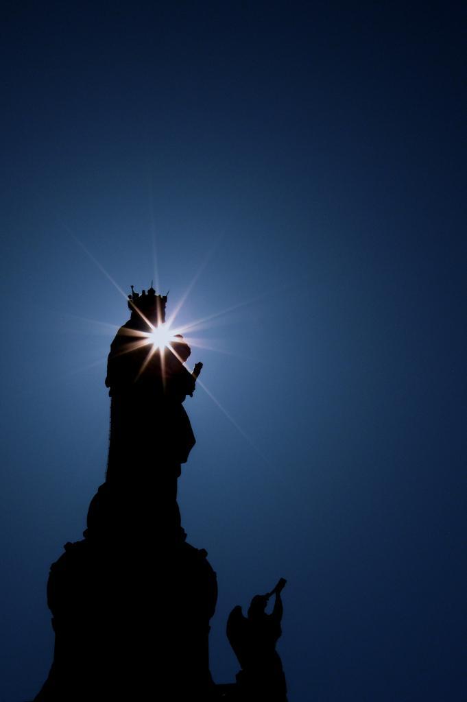 64101246-Lumière Divine