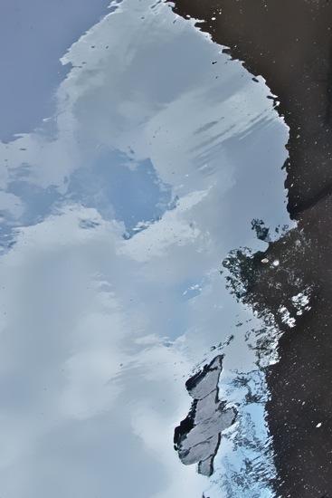 85185417-Snoopy entre terre et ciel