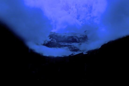E6284156-La tête dans les nuages