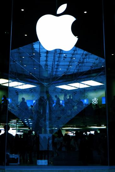 68276077-Hommage du Louvre à Steve Jobs !